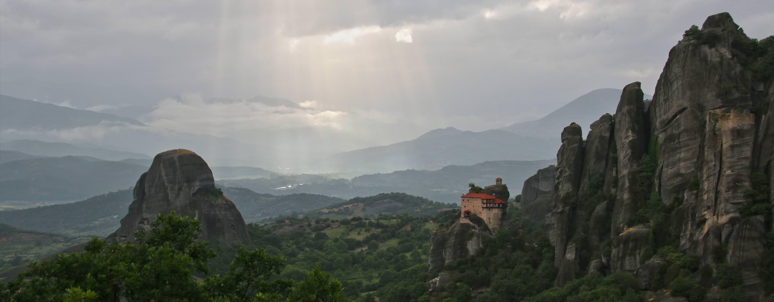 מנזרי מטאורה בטיול ג'יפים ליוון ההררית
