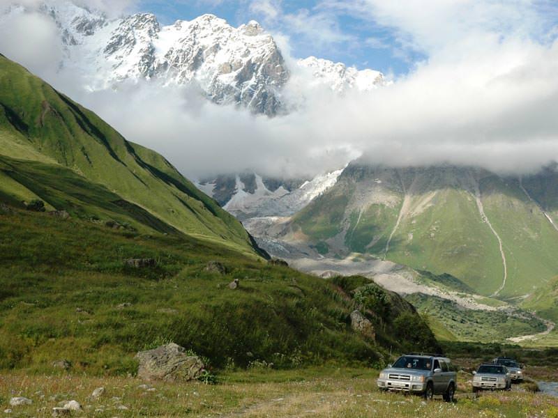 למה כדאי לצאת לטיול ג'יפים בגאורגיה עם טריפולוג'י?